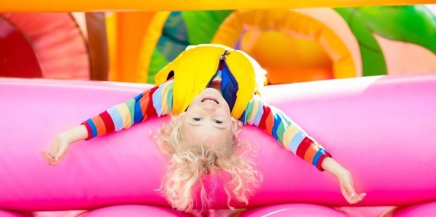 divertimento sui giochi gonfiabili per bambini