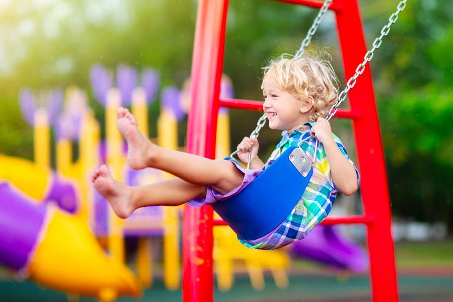 Struttura di Altalena per i bambini che permette di giocare all'aperto