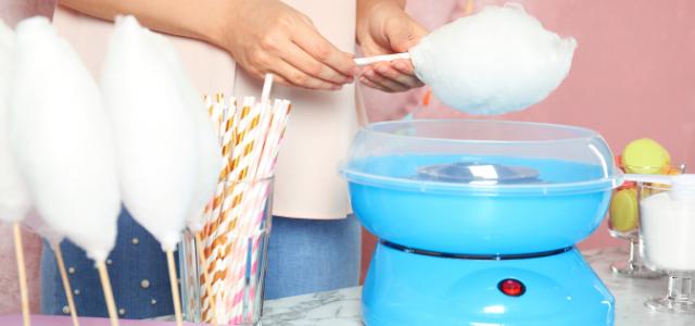 zucchero filato con macchine dolciarie