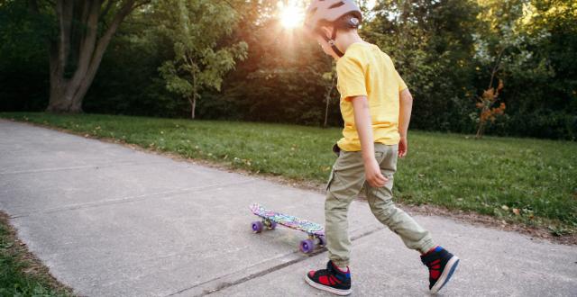 bambino con skate